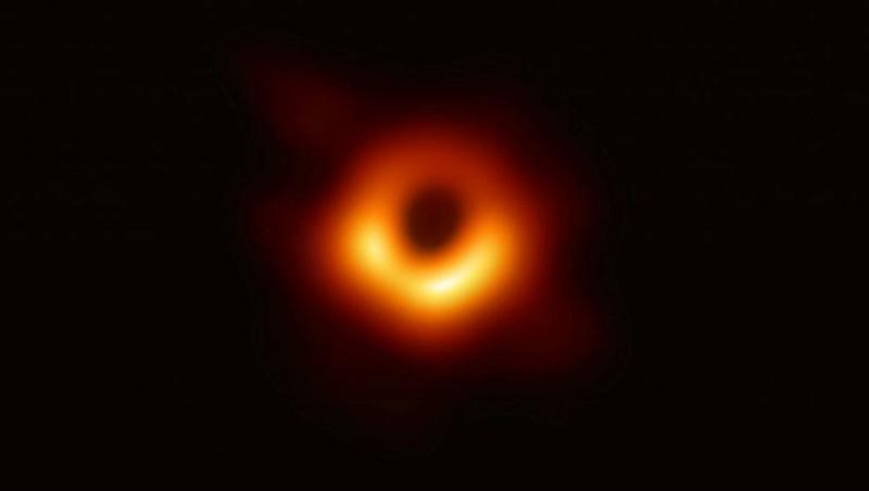 Hình ảnh đầu tiên về hố đen