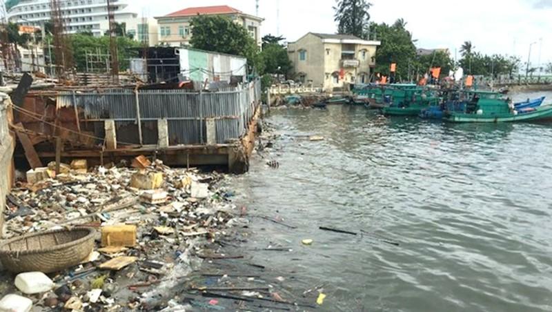 Báo động tình trạng ô nhiễm rác thải và nguồn nước đen cuộn tại sông Dương Đông thuộc bãi biển Phú Quốc