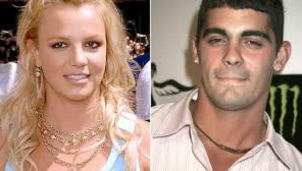 Đám cưới ngẫu hứng của ca sĩ Britney Spear và bạn thời thơ ấu kết thúc  không đến  3 ngày