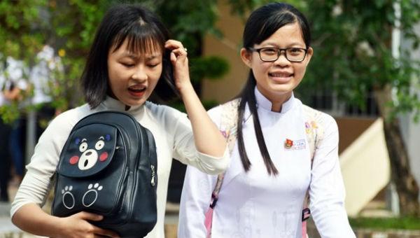 Môn thi Ngữ Văn được các thí sinh tại tỉnh Cà Mau đánh giá là hay, nhiều em làm bài tốt. (Ảnh: Huỳnh Thế Anh/TTXVN)