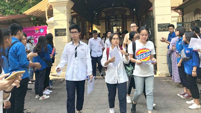 Thí sinh Hà Nội thở phào sau môn thi Tiếng Anh.