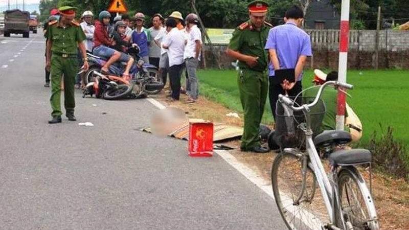 Tránh xe đạp qua đường, nam thanh niên tông vào cột mốc tử vong