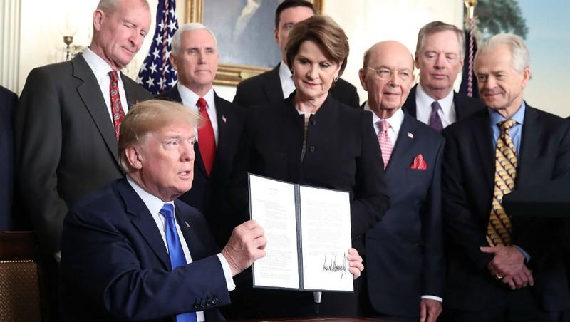 Tổng thống Mỹ ký một văn bản liên quan thương mại