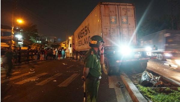 Xe container đâm gia đình đi ăn cưới về, bé trai 4 tuổi tử vong