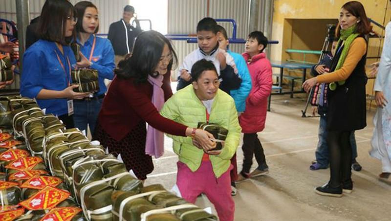 Hà Nội chăm lo Tết cho gia đình chính sách, đối tượng có hoàn cảnh khó khăn dịp Tết 2019. (Ảnh minh họa).