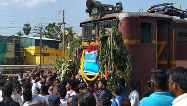 Chuyến tàu đầu tiên chở nước về thành phố Chennai ngày 12/7