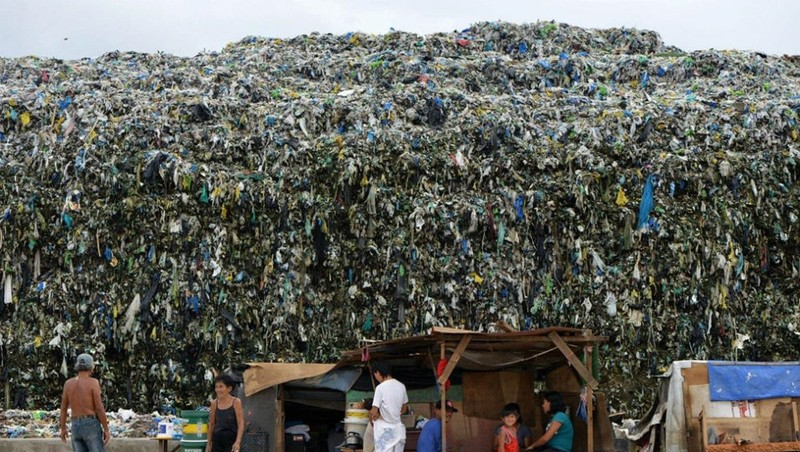 Một bãi rác ở Manila, Philippines.
