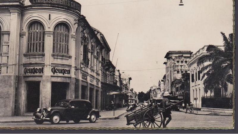 Theo báo Phụ nữ Tân văn, Bạch Thái Bưởi là người đầu tiên tại miền Bắc mua xe hơi.