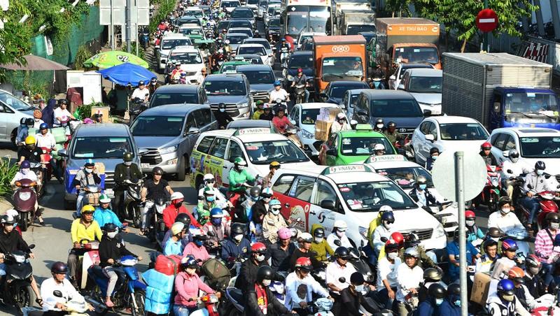 Việc thu phí ô tô lưu thông vào trung tâm TP HCM để hạn chế ùn tắc giao thông đang có nhiều ý kiến trái chiều.