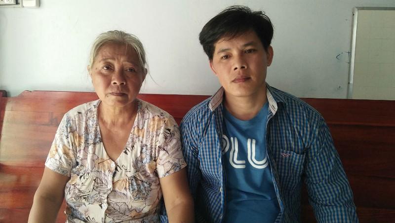Bị cáo Thi và mẹ sau khi được tuyên vô tội, thả tại toà trong phiên xử trước đây.