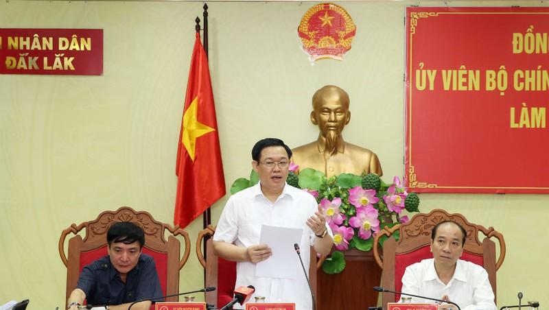 Phó Thủ tướng Vương Đình Huệ phát biểu chỉ đạo tại buổi làm việc.