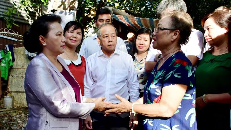 Chủ tịch Quốc hội Nguyễn Thị Kim Ngân  thăm hỏi người dân Thừa Thiên - Huế vào ngày 17/8/2019.