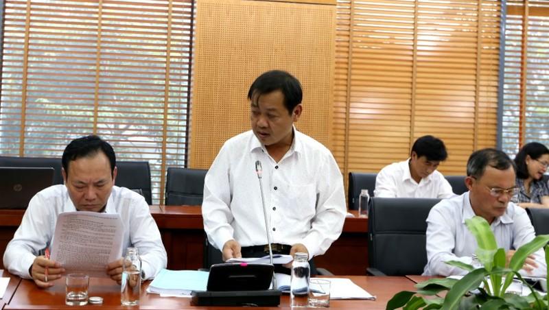 Giám đốc Sở Nội vụ tỉnh Lâm Đồng Trương Văn Hòa báo cáo tại Hội nghị