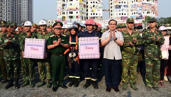 Bí thư Thành ủy Hoàng Trung Hải động viên các lực lượng tham gia diễn tập