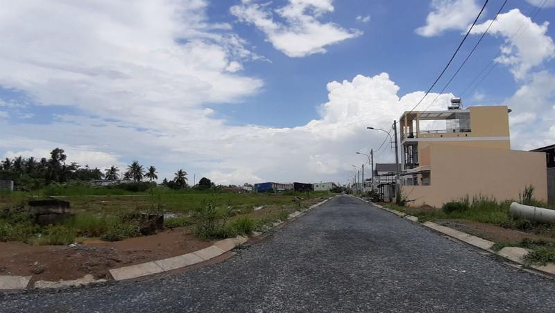 Cảnh tượng hoang sơ không khó bắt gặp tại Khu dân cư Tràng An, dù dự án đã triển khai 10 năm.