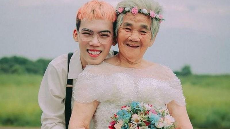 Tạ Công Bằng và bà nội trong bộ ảnh.