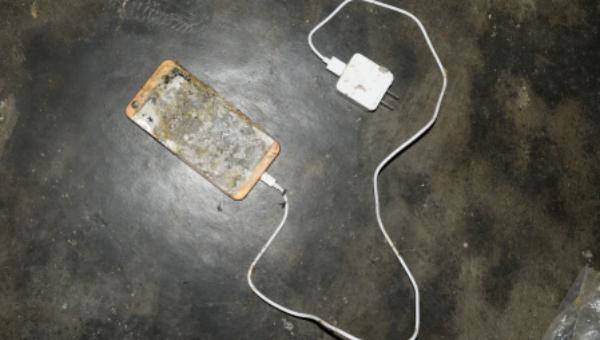 Điện thoại bị nổ làm nạn nhân tử vong.