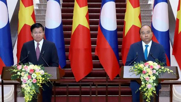 Thủ tướng Nguyễn Xuân Phúc và Thủ tướng Lào Thongloun Sisoulith