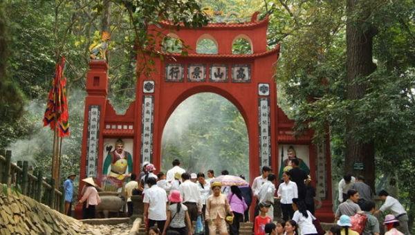 """Đền Hùng được coi là """"bàn thờ"""" của đại gia đình các dân tộc Việt Nam."""