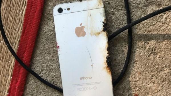 Chiếc điện thoại phát nổ khi đang sạc.