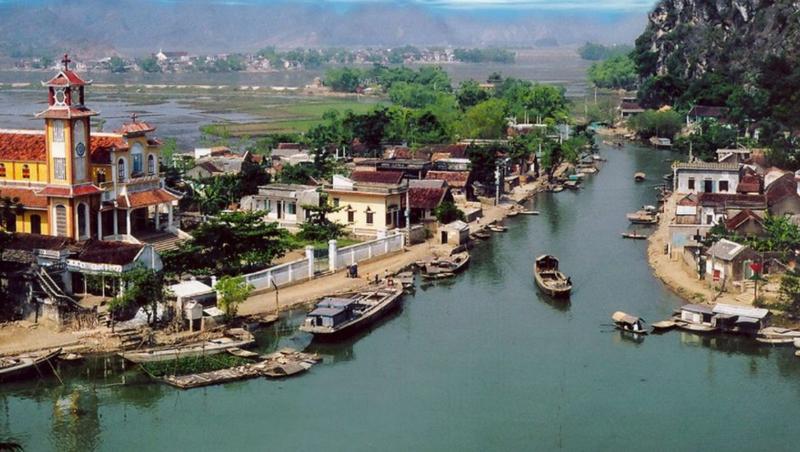 Làng Kênh Gà nằm yên bình bên ngã ba sông Hoàng Long.