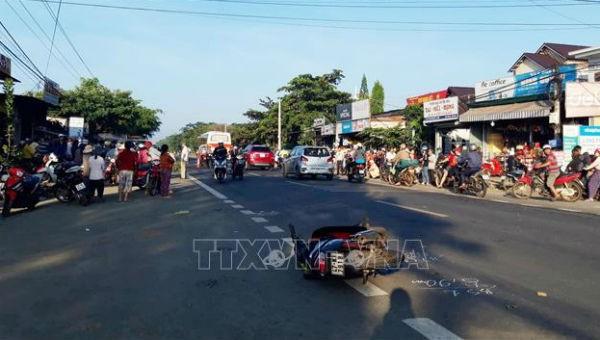 Xe máy bất ngờ lao từ hẻm ra, nam thanh niên tử vong, người phụ nữ bị thương