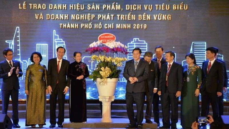 """Nhiều doanh nghiệp đã được tôn vinh đạt """"Sản phẩm, dịch vụ tiêu biểu TP.HCM"""" năm 2019. Ảnh baodoanhnhantre.vn"""