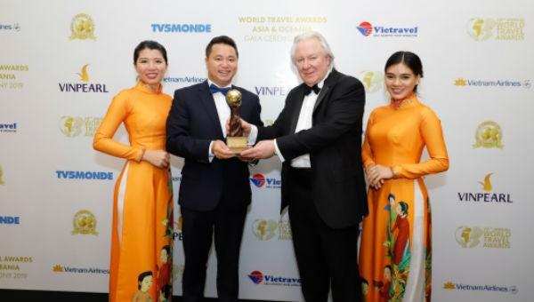 Đại diện Sun World Fansipan Legend nhận giải thưởng