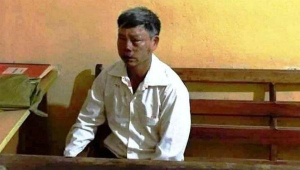 Hình ảnh người đàn ông bị đánh tại cơ quan công an xã Xuân Cao. Ảnh: Mạng xã hội facebook.
