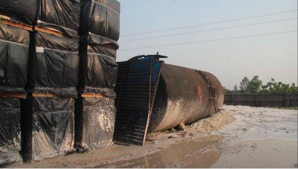 Khó hiểu vụ gây ô nhiễm nguồn nước sông Đà: Thu gom 8,8 tấn dầu thải để làm gì?