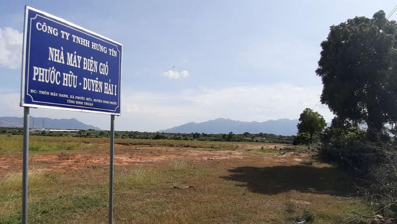 Điều duy nhất chứng tỏ khu đất này là một dự án chỉ là một tấm bảng giới thiệu.