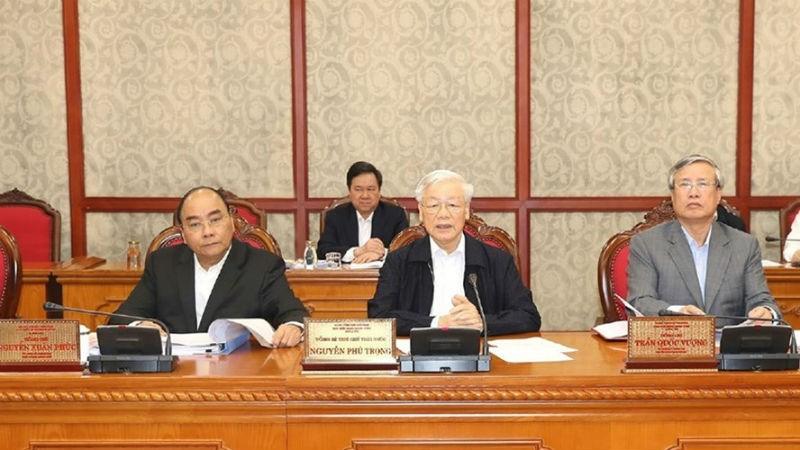 Tổng Bí thư, Chủ tịch Nước Nguyễn Phú Trọng (giữa) chủ trì họp Bộ Chính trị chiều 1/11. Ảnh: TTXVN
