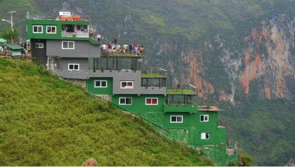 Điểm dừng chân Panorama trên đỉnh Mã Pí Lèng lại bị dư luận phản ứng dữ dội.