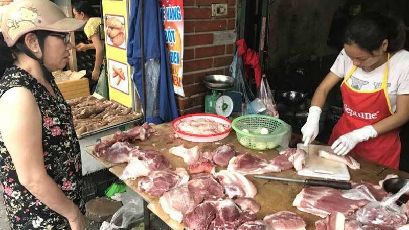 Thịt lợn giá đắt đỏ, dân được khuyên chuyển sang ăn thịt gà, cá, tôm