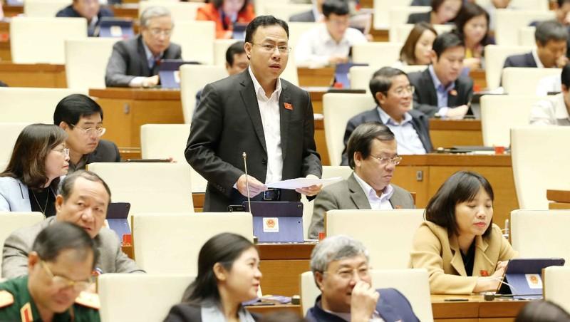 Đại biểu phát biểu tại một phiên thảo luận Kỳ họp thứ 8, QH khóa XIV.