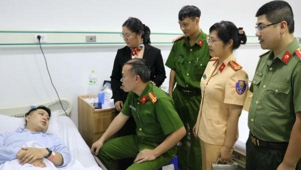 Thượng úy công an bị thương khi cứu người có ý định tự tử