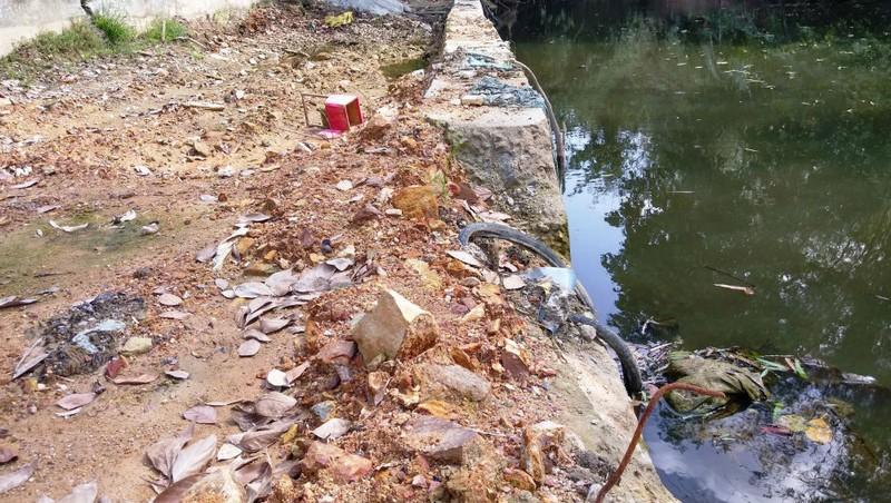 Thừa Thiên - Huế: Bờ kè nứt toác, lệch ra sông khi đang thi công