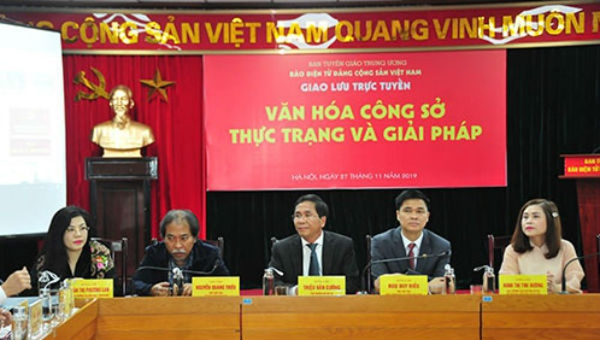 """Buổi Giao lưu trực tuyến """"Văn hoá công sở: Thực trạng và giải pháp"""" do Báo điện tử Đảng Cộng sản Việt Nam tổ chức."""