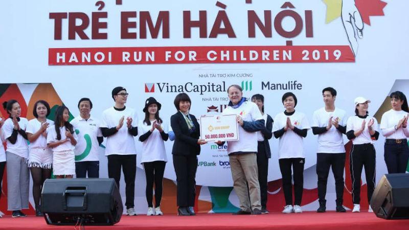 Cuộc chạy Vì trẻ em Hà Nội năm 2019 đã quyên góp được gần 1,2 tỷ đồng hỗ trợ việc chữa trị cho trẻ em có hoàn cảnh khó khăn mắc bệnh ung thư và bệnh tim. Ảnh Hànộimới.