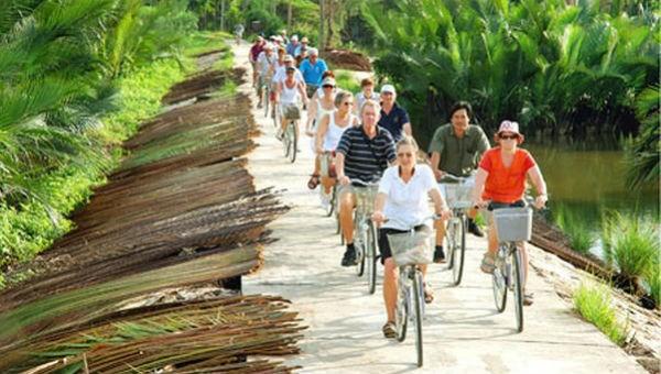 Làm gì để du khách yêu mến Việt Nam hơn?