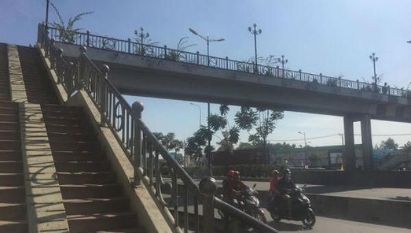 Cầu vượt bộ hành nơi nữ sinh tử vong.