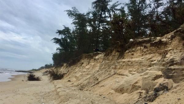 Nỗi lo sạt lở bờ biển ở Thừa Thiên Huế