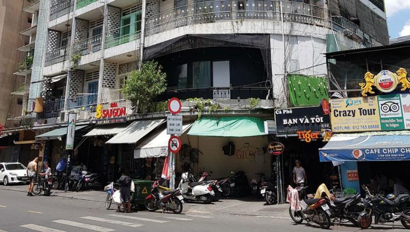 Chung cư 155-157 Bùi Viện, phường Phạm Ngũ Lão, quận 1 đang hư hỏng nặng.