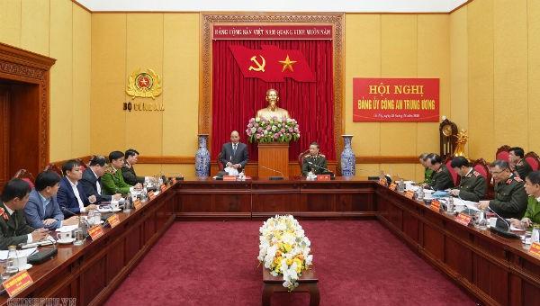 Thủ tướng Nguyễn Xuân Phúc: Quyết liệt hơn nữa trong bố trí, sắp xếp lại lực lượng công an