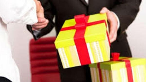 Cấm cán bộ, công chức, viên chức Hà Nội biếu tặng quà Tết lãnh đạo
