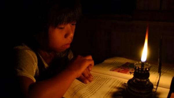 Dưới đèn đọc sách