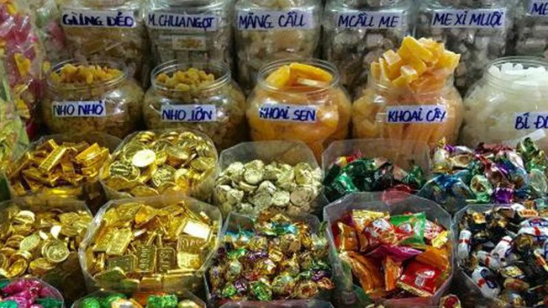 Bánh kẹo bán theo cân, không bao bì, không nơi sản xuất, hạn sử dụng.