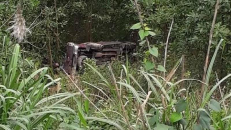 Xe bán tải lao xuống vực, tài xế tử vong, 3 người bị thương