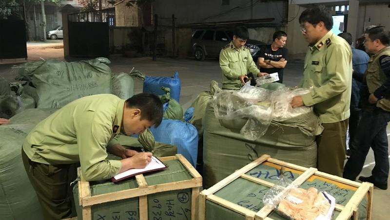 Phát hiện 620 hộp phấn trang điểm xuất xứ Trung Quốc
