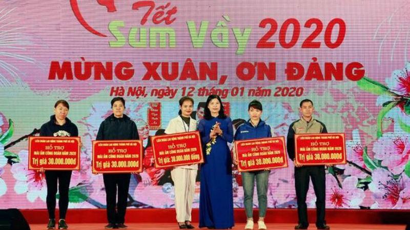 LĐLĐ TP Hà Nội trao tiền hỗ trợ Mái ấm công đoàn cho công nhân lao động Thủ đô